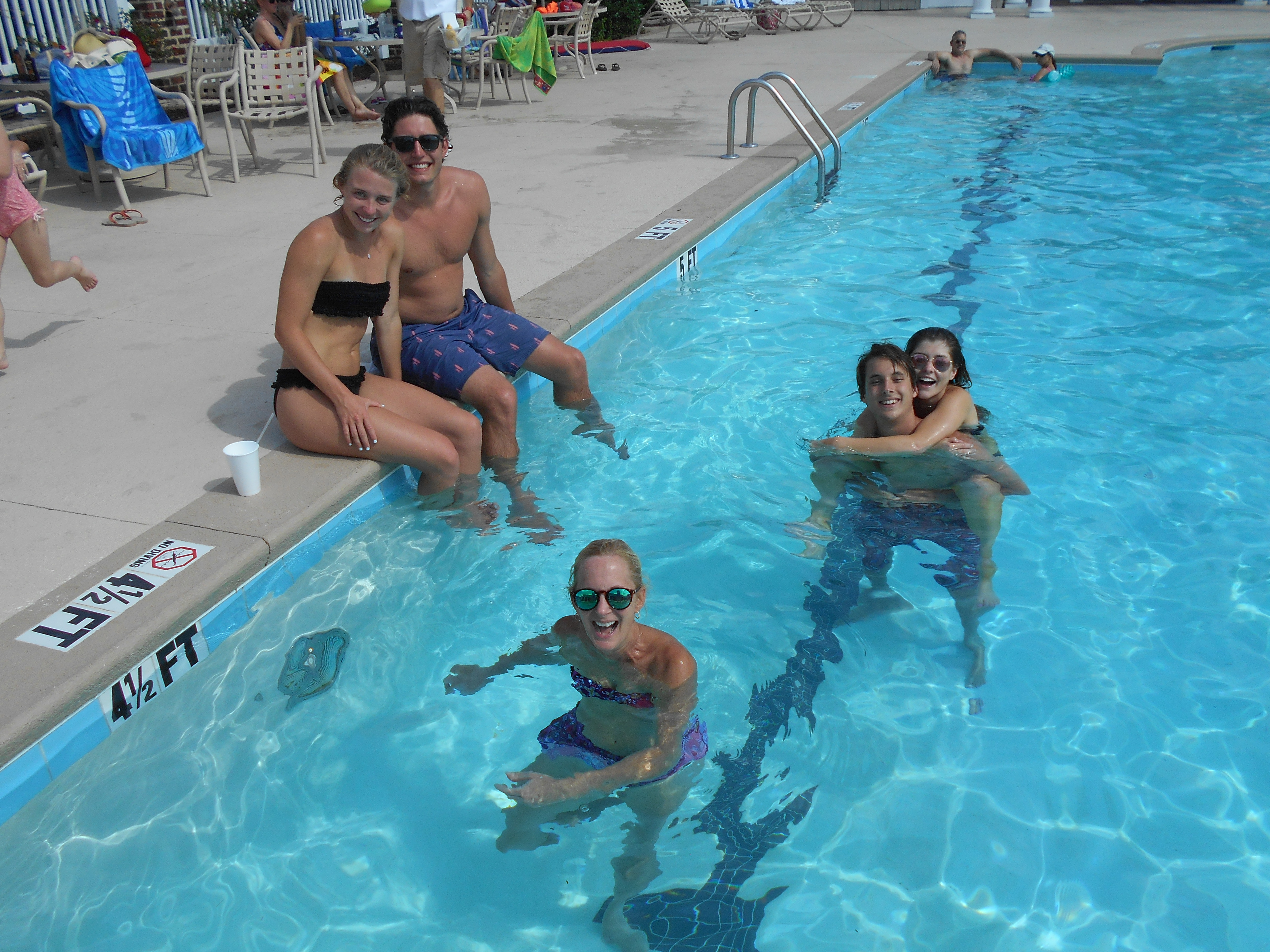 Friends in the pool at Reserve Harbor Yacht Club
