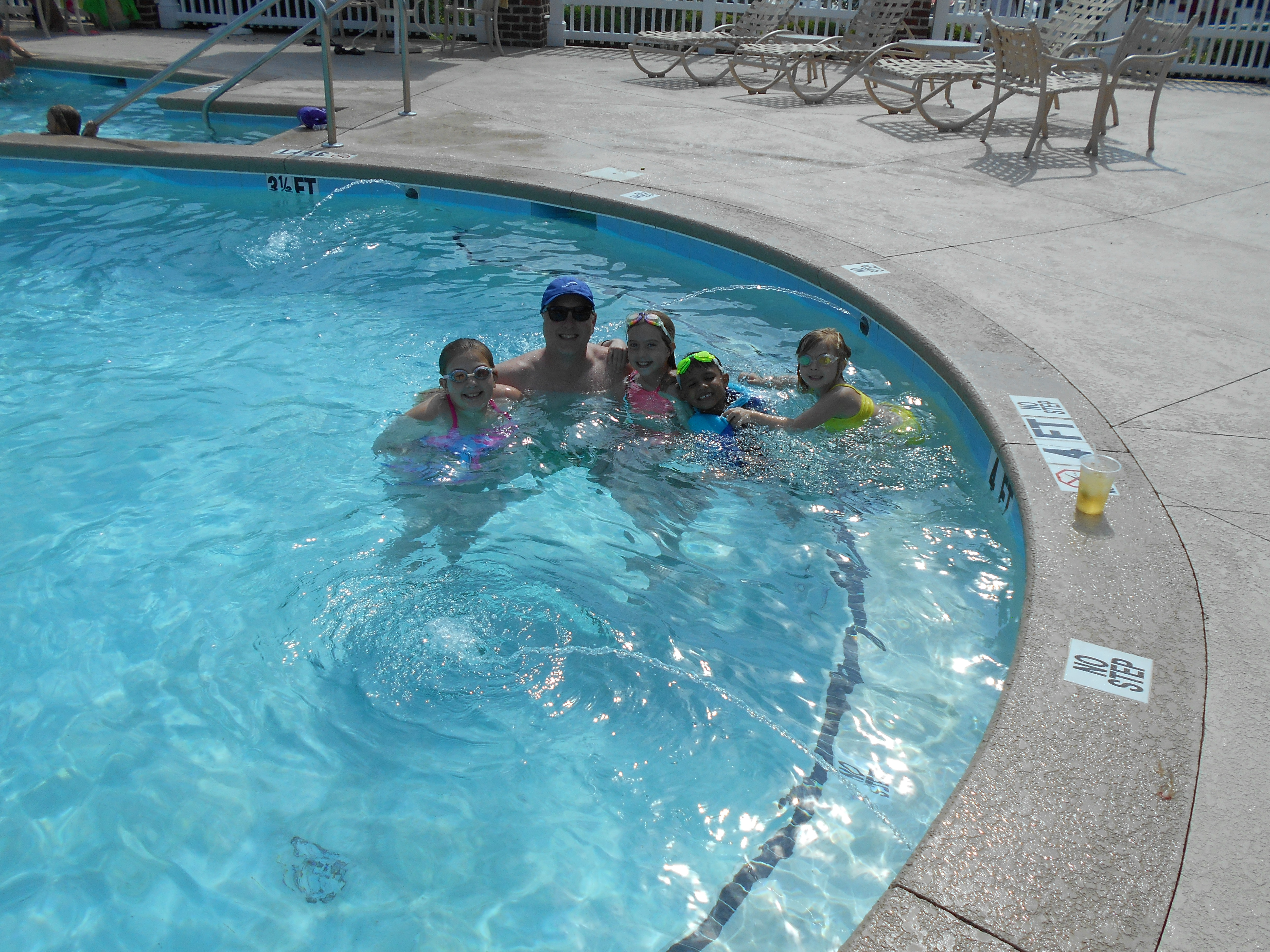 Family in pool at Reserve Harbor Yacht Club